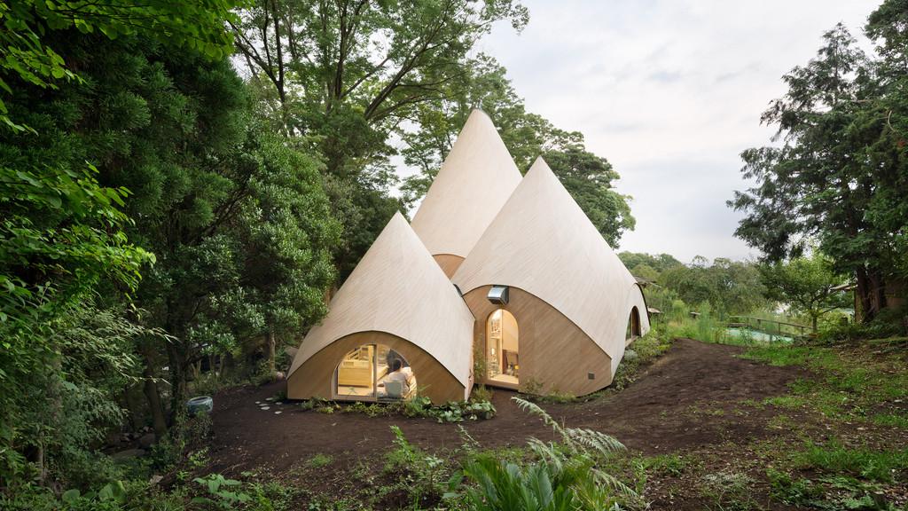 Au Japon, des tipis ultra design forment une maison de retraite