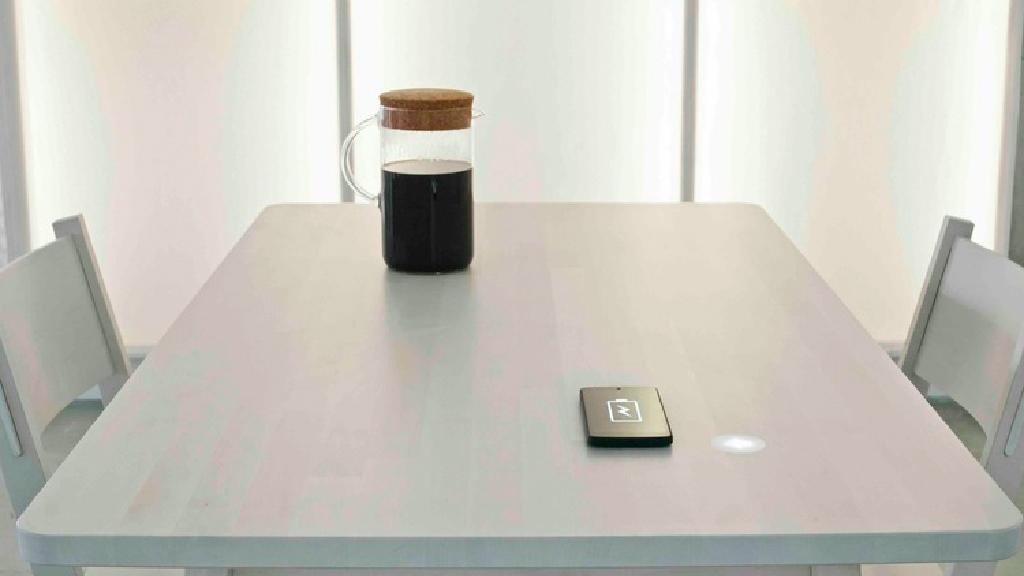 Chargez votre téléphone avec votre tasse de café