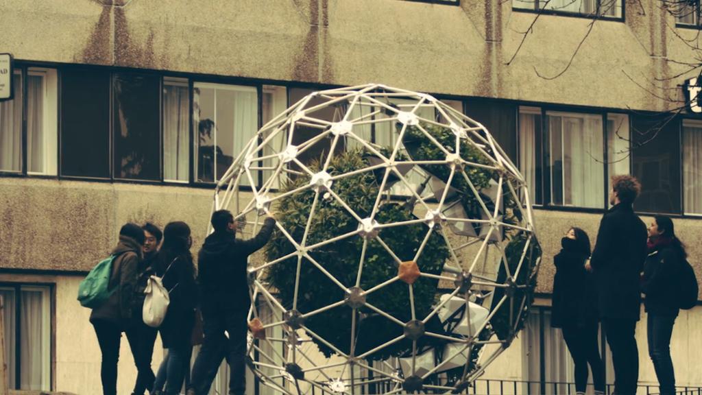 Les jardins autonomes ressemblent à des robots végétaux