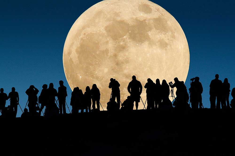 """Verra-t-on vraiment une """"super-Lune"""" ce soir ?"""