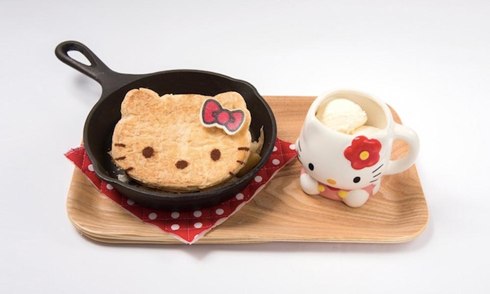 Cœur avec les doigts pour le Hello Kitty Café, à Osaka