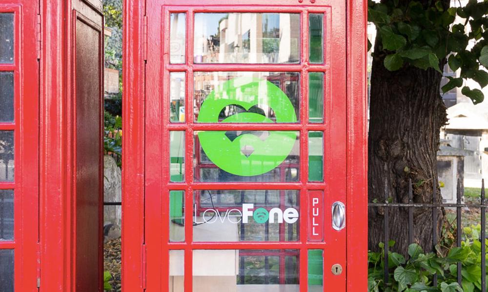 À Londres, on répare les portables... dans les cabines téléphoniques