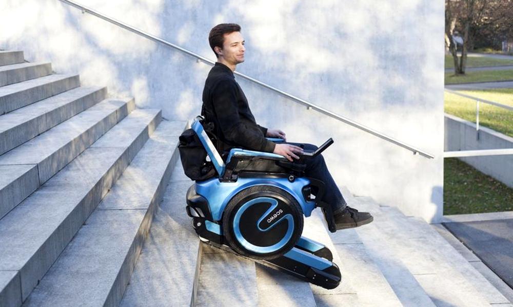 Un fauteuil roulant qui peut monter les escaliers