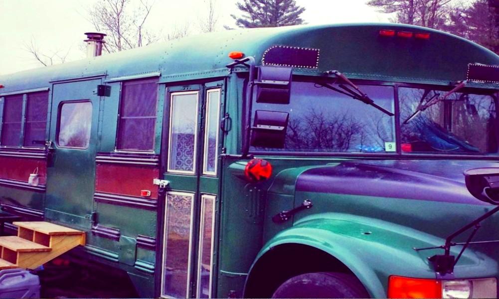 Un bus scolaire transformé en maison douillette