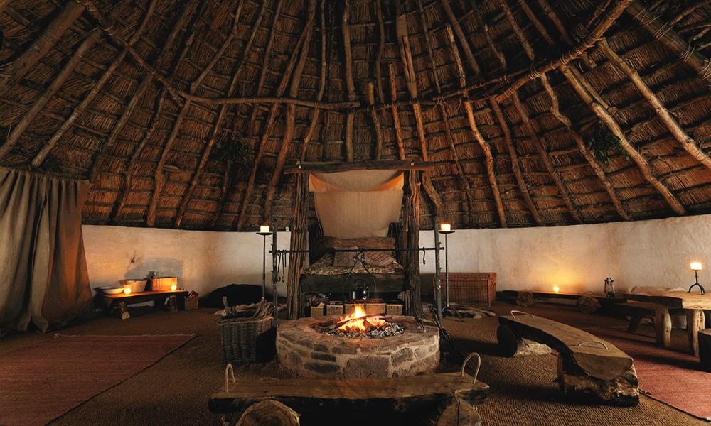 Partez en week-end dans une hutte préhistorique