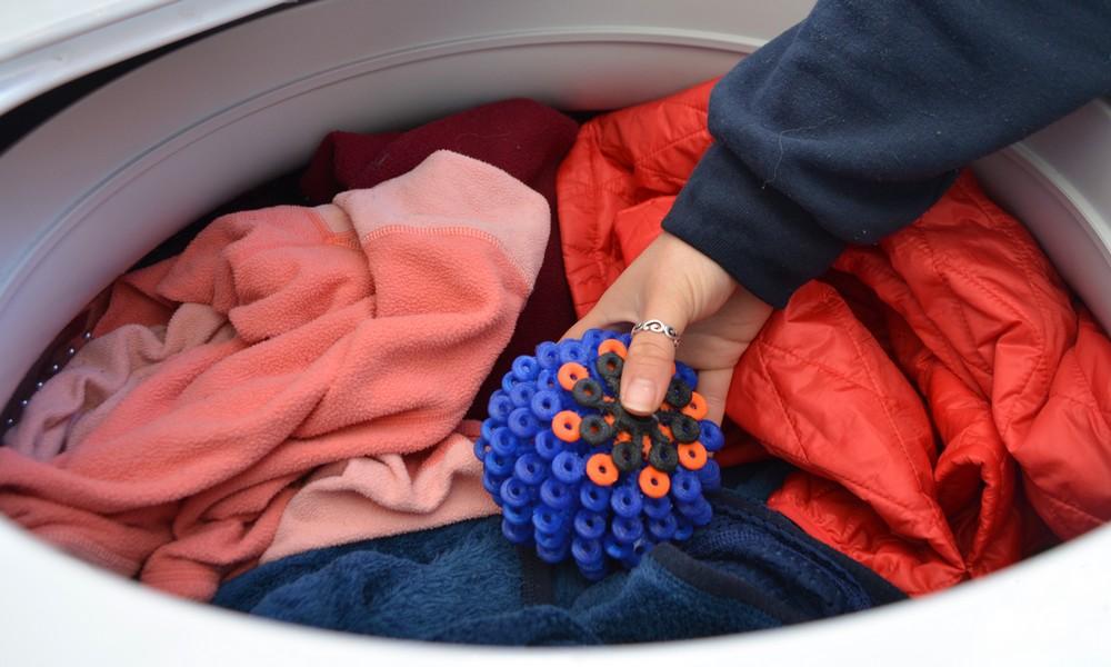 Inspirées du corail, ces boules nettoient vêtements et océans