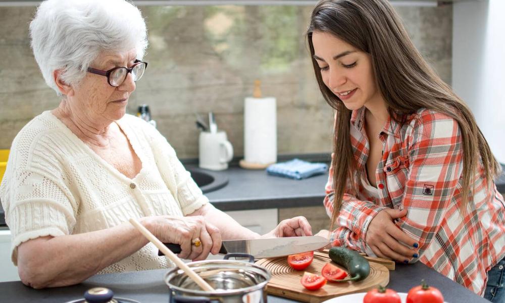 Avec Paupiette, des séniors cuisinent pour des étudiants
