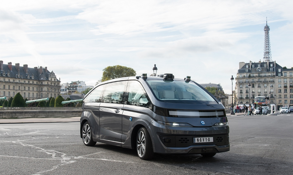 En France, le premier taxi sans chauffeur appuie sur la pédale