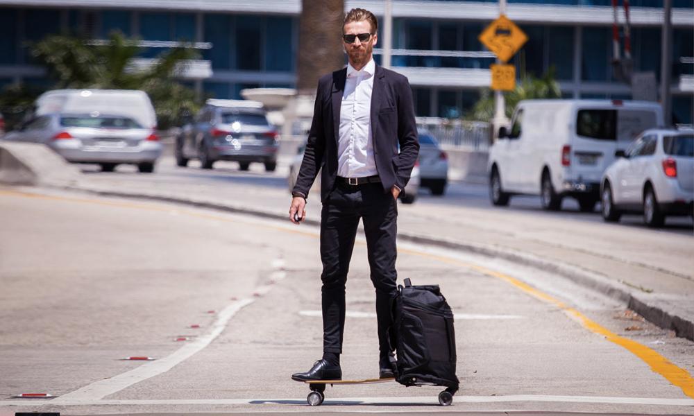 Après le boulot, on peut partir en week-end avec ce sac à dos skate