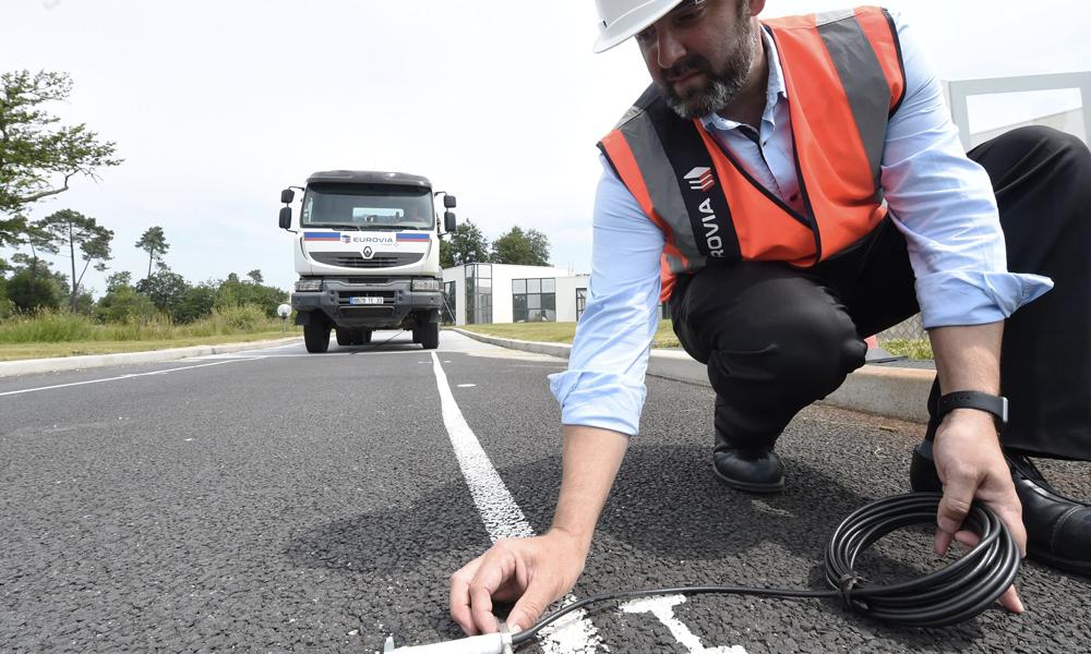 Plus besoin de déneiger, des Français inventent la route chauffante