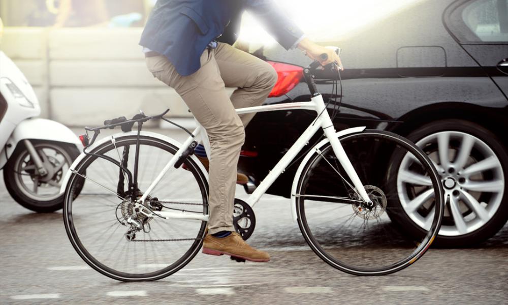Moins d'accidents avec ces vélos intelligents qui communiquent avec les voitures