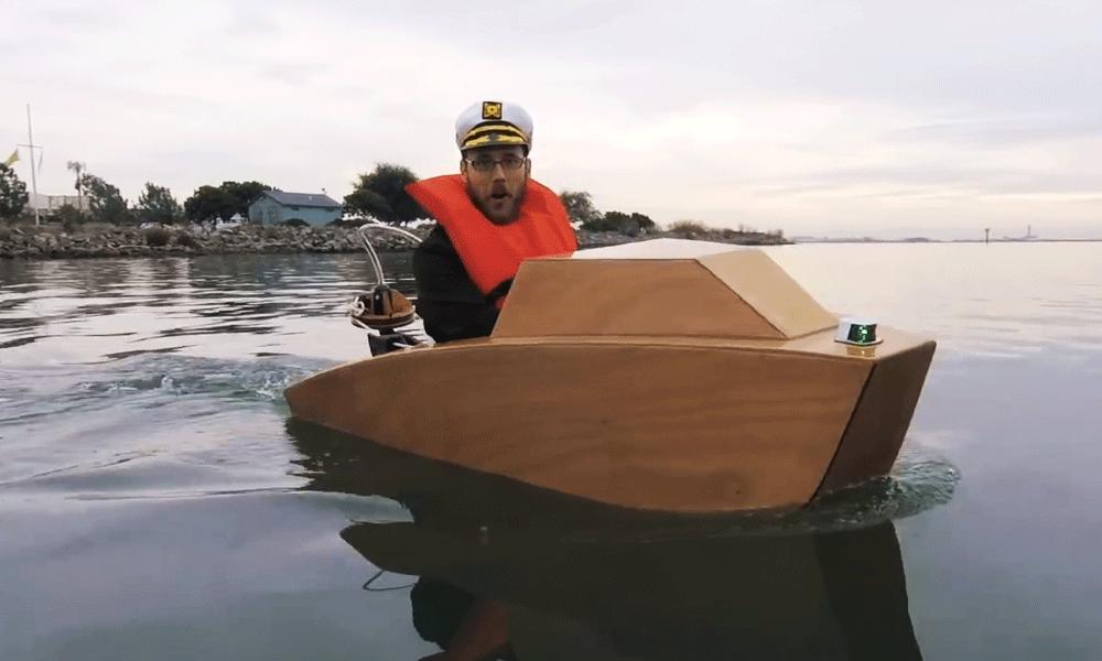 Après les voitures et les maisons, voici les bateaux miniatures