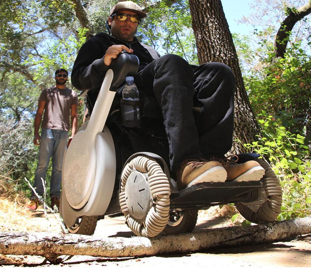 Voici le premier fauteuil roulant électrique tout terrain