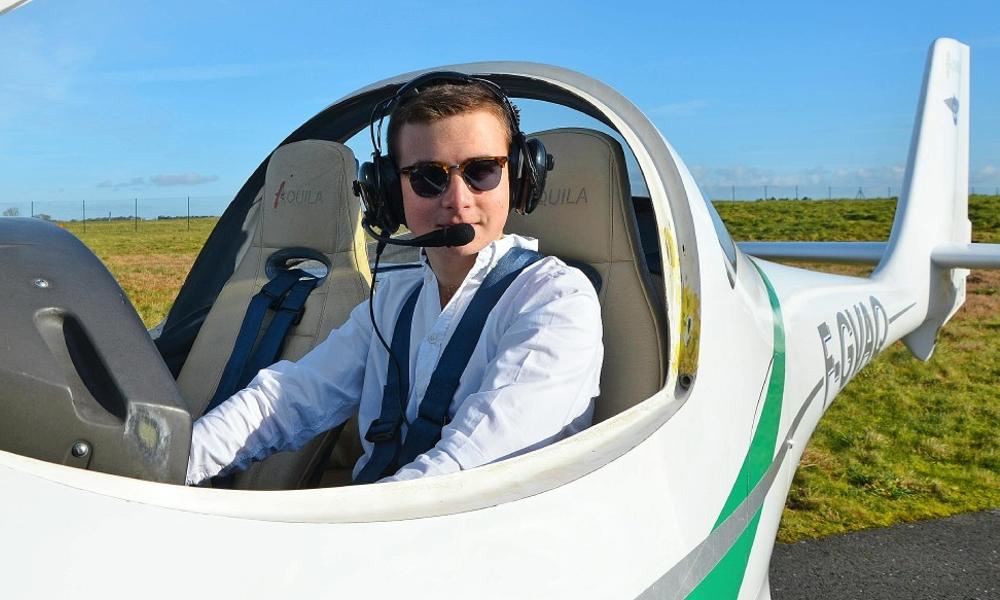 Maël, 15 ans, plus jeune aviateur de France