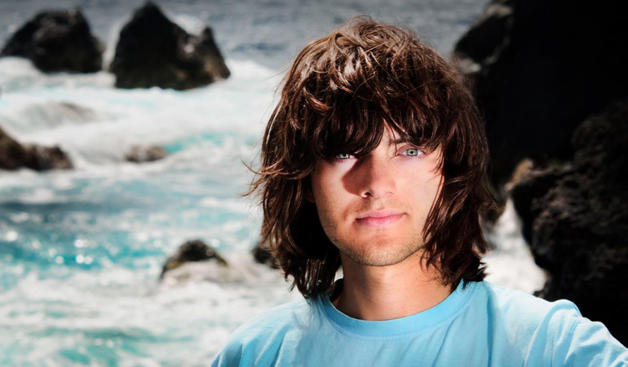 À 23 ans, il invente une barrière flottante pour dépolluer les océans