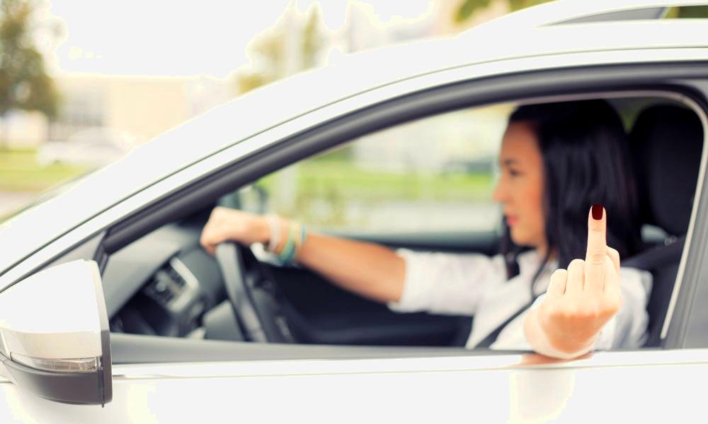 Selon les statistiques, les femmes conduisent vraiment beaucoup mieux que les hommes