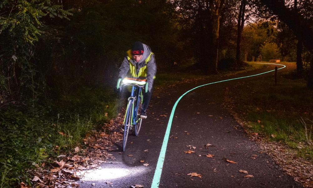 Bordeaux inaugure la première piste cyclable luminescente