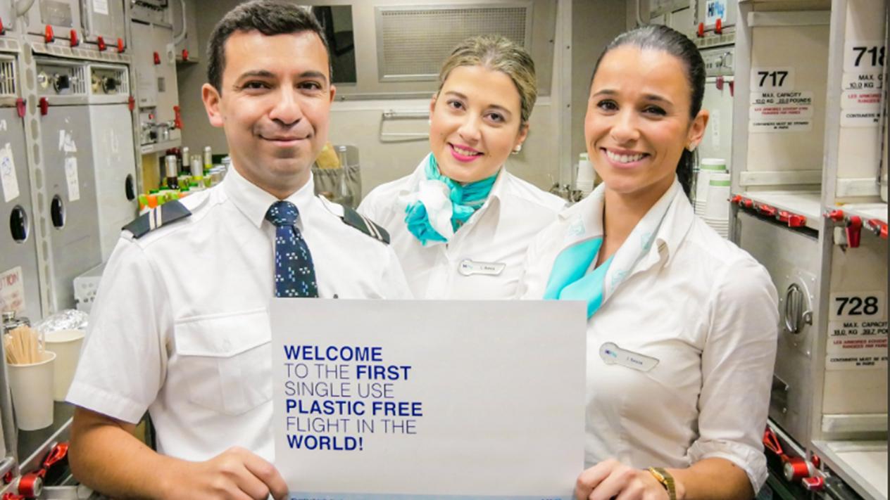 Bienvenue sur Hi Fly, première compagnie à interdire le plastique à bord des avions