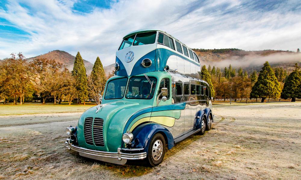 Ce fan des sixties a greffé un Combi VW au-dessus de son camping-car