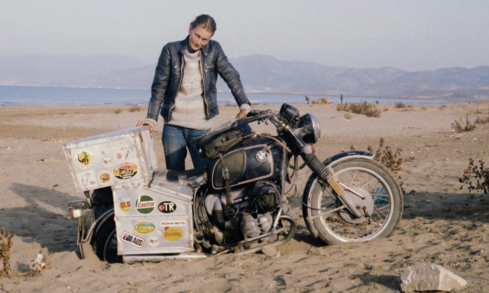 Voici la première femme à avoir fait le tour du monde en moto