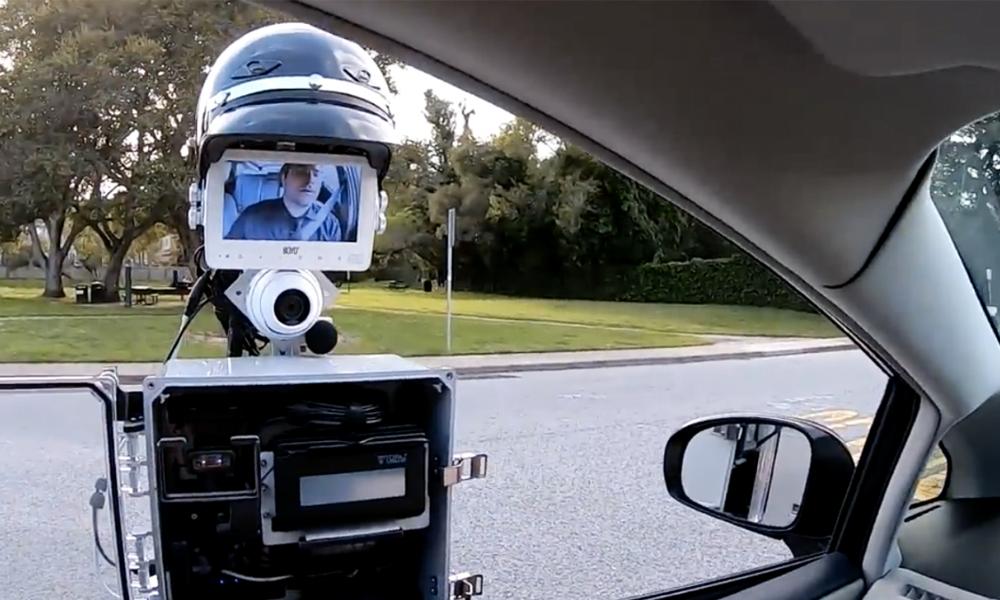 Vos papiers s'il vous plaît : voici le premier robot policier
