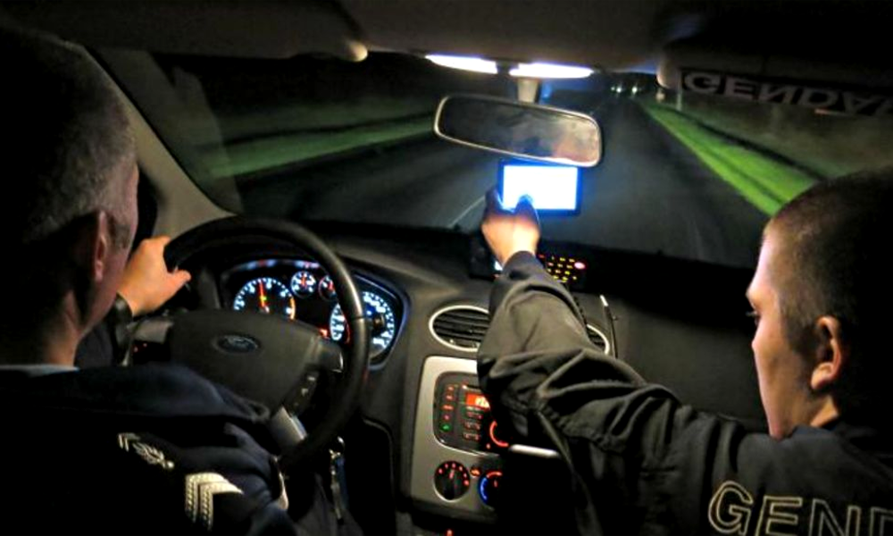 Bad news pour les insomniaques : les voitures-radars peuvent aussi flasher la nuit - Détours