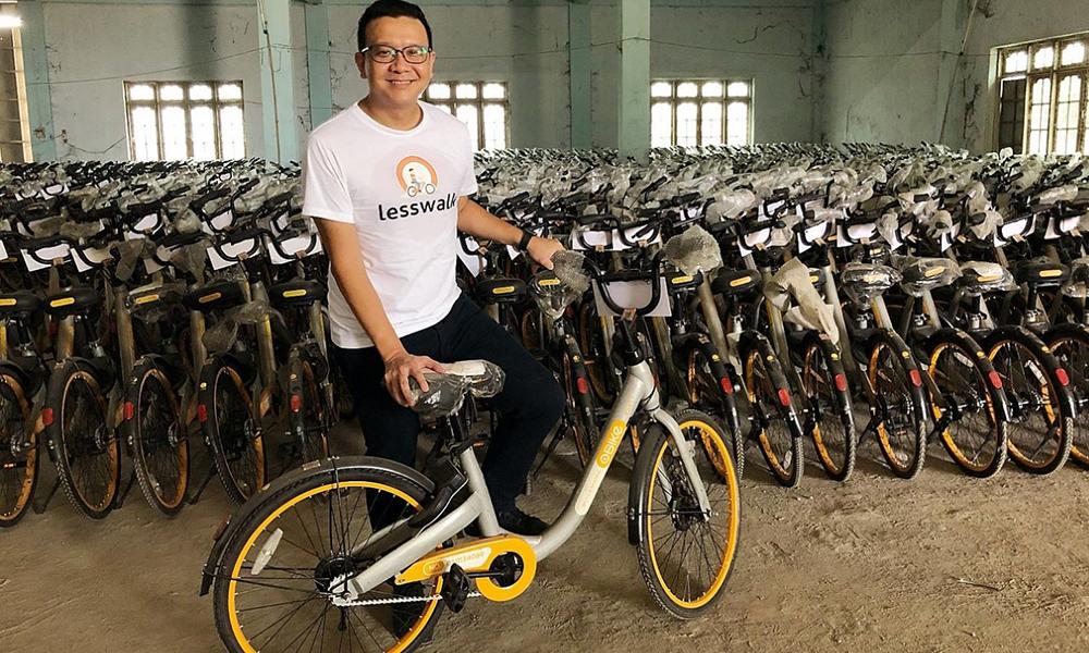 Il retape des vieux vélos en libre-service pour les offrir à des enfants de Birmanie