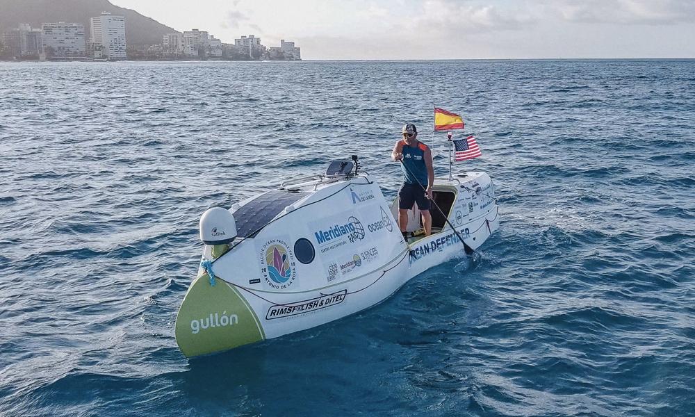 Record du monde : il traverse l'océan Pacifique sur un paddle en 76 jours