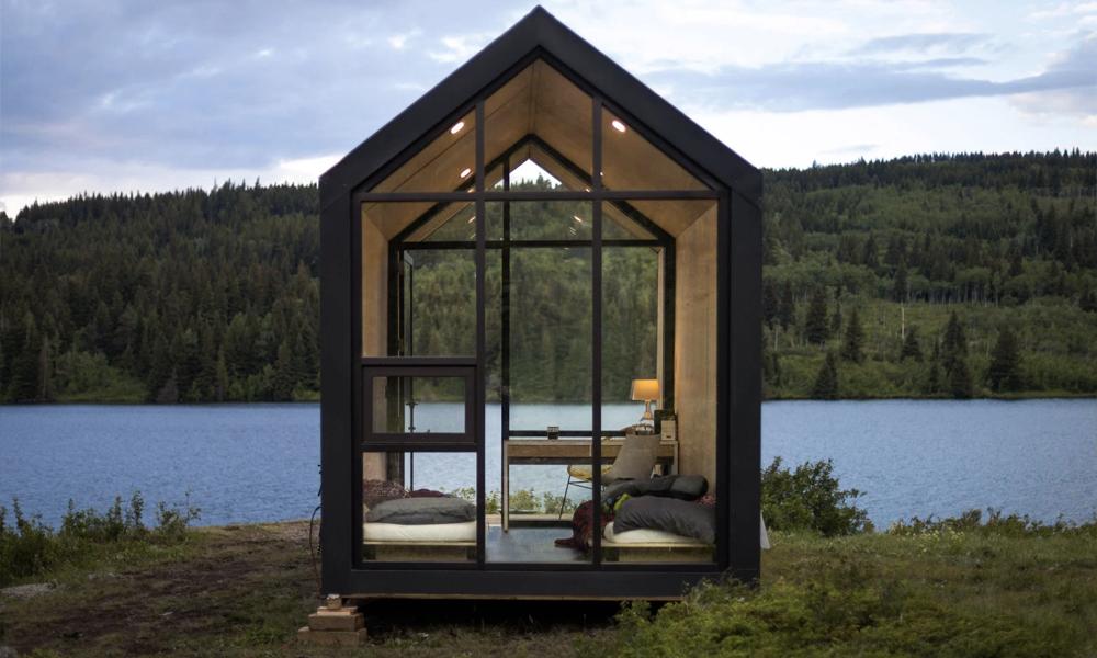 Cette cabane solaire pour célibataire se monte en 4 heures