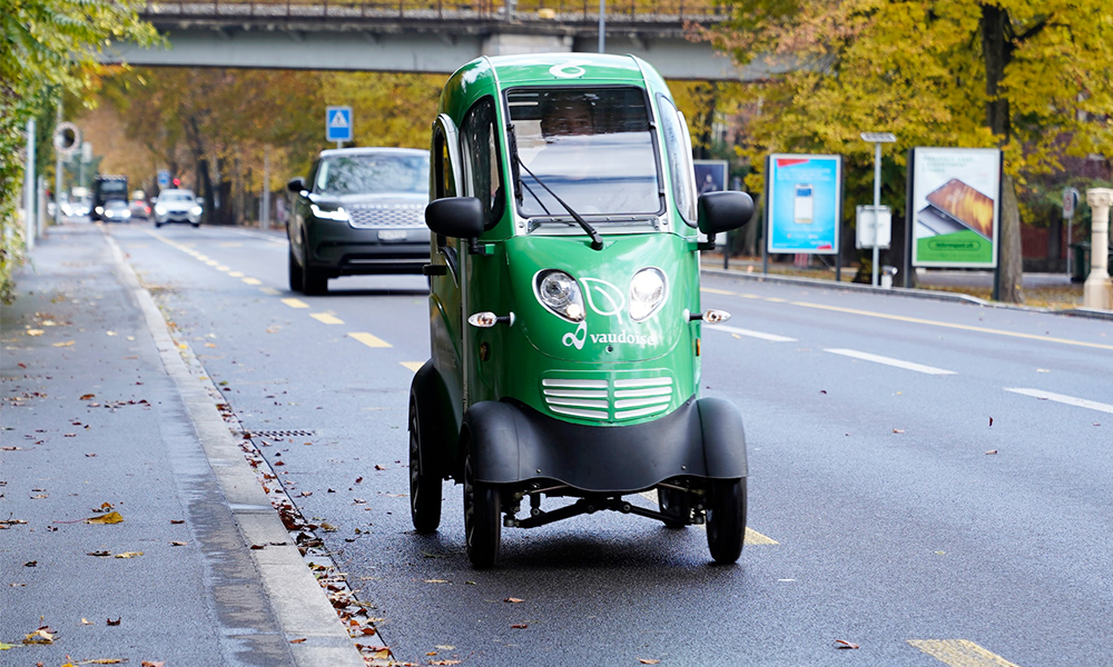 Contre le froid, il y a cette voiture électrique sans permis de la taille d'un vélo
