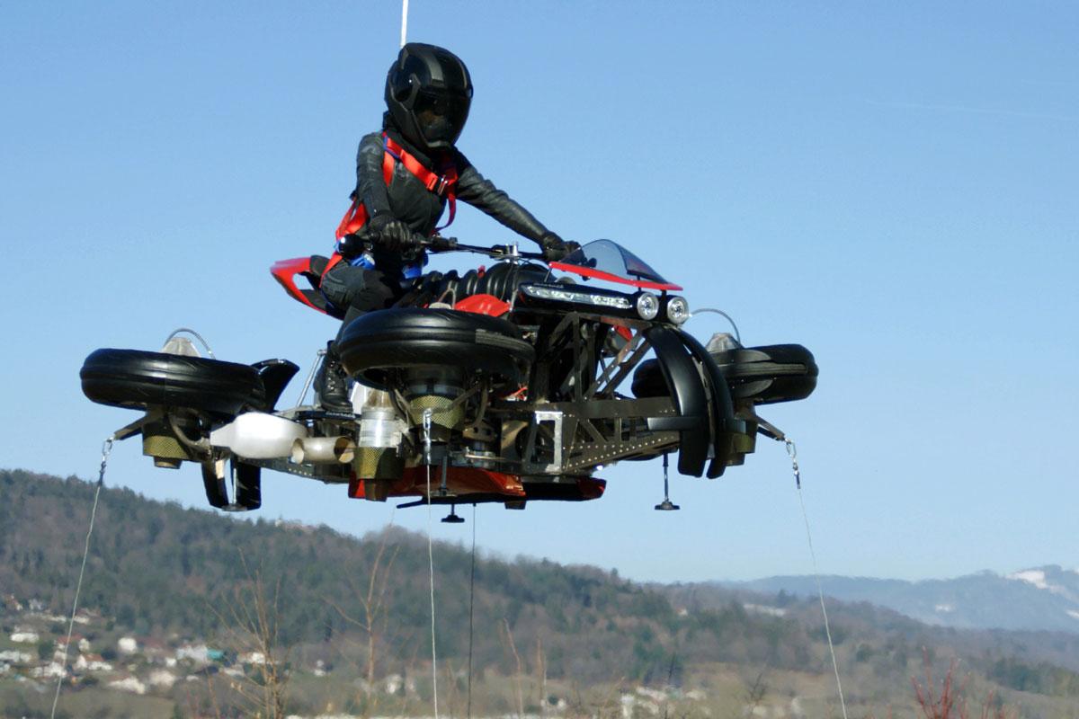 La première moto volante est prête à décoller (et elle est française)