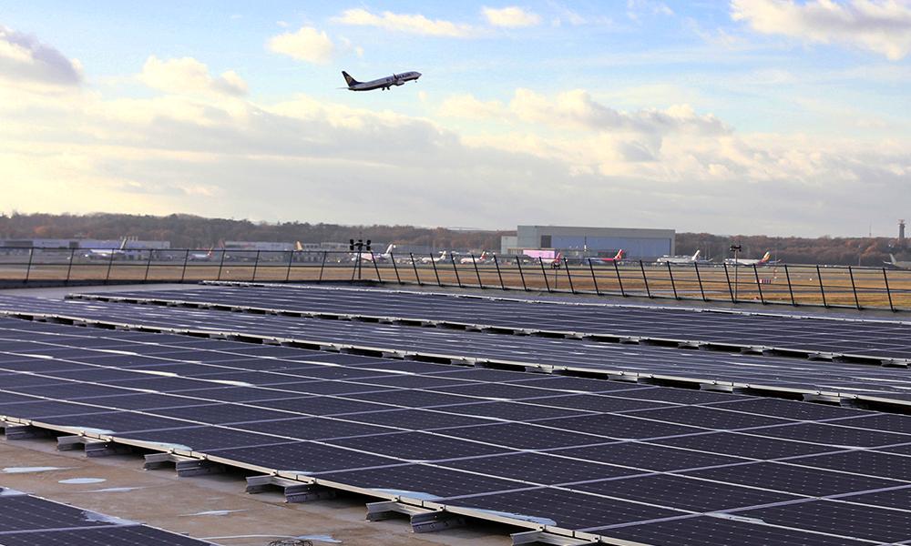 Dès l'an prochain, les aéroports de Paris carbureront à l'énergie solaire