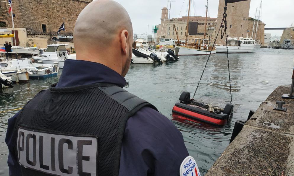 Marseille: il conduit en regardant son GPS, sa voiture finit dans le Vieux-Port