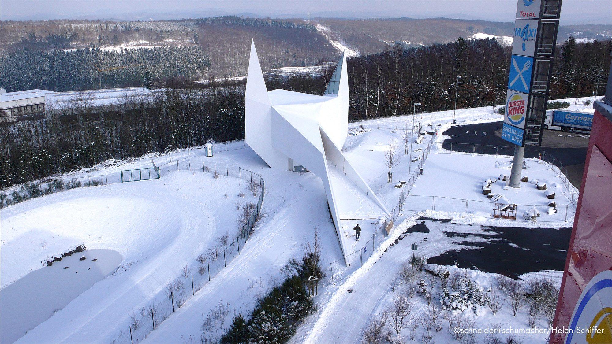 Alléluia, la Suisse va inaugurer une église uniquement accessible depuis l'autoroute
