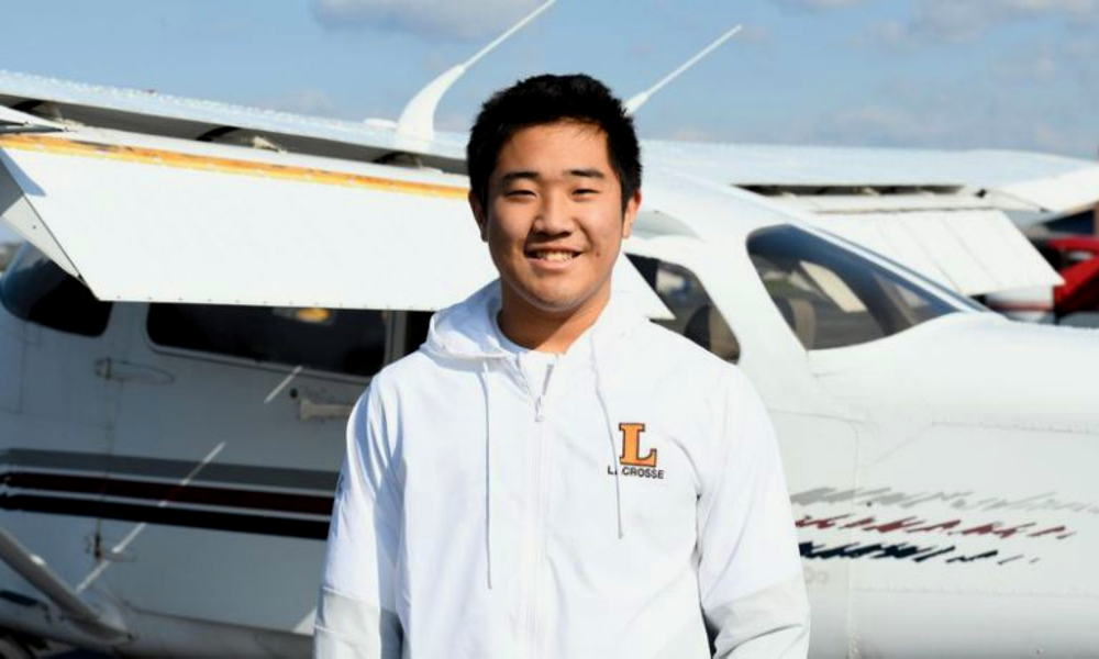 À 16 ans, ce pilote d'avion livre des milliers de masques aux hôpitaux