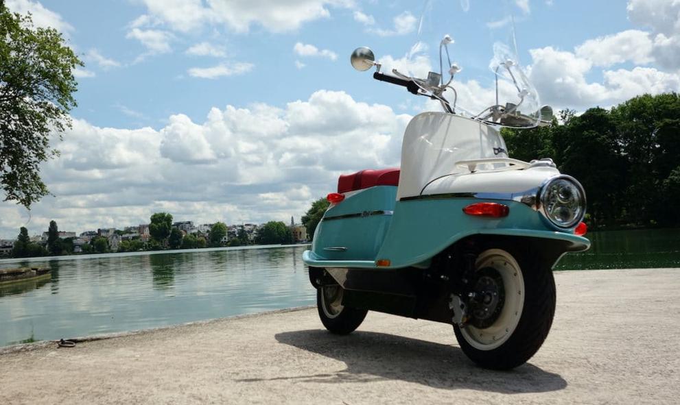Ce scooter électrique vintage vous promet la dolce vita sur 220 volts