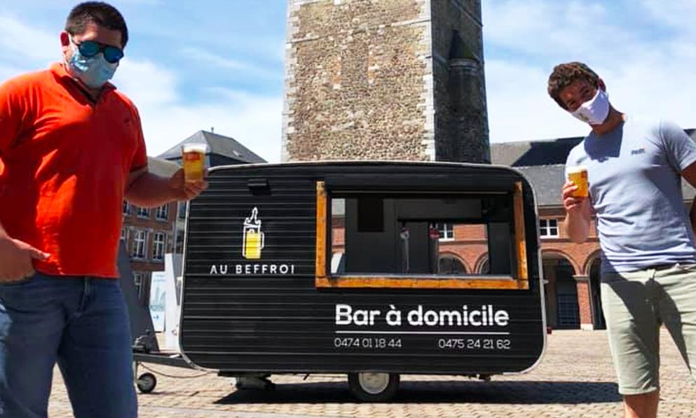 Contre les distances sociales, ces Belges créent un bar qui vient chez vous