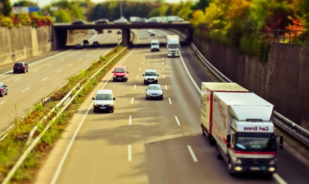 Faut-il réduire la vitesse à 110 km/h sur l'autoroute pour sauver la planète ?