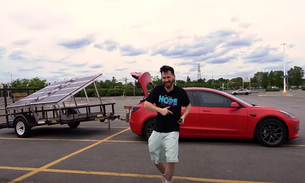 Avec 900 €, il recharge sa voiture électrique avec des panneaux solaires