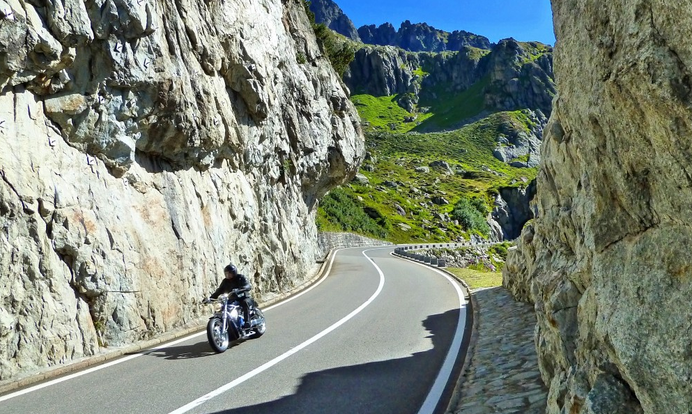 La Suisse veut interdire les motos trop bruyantes