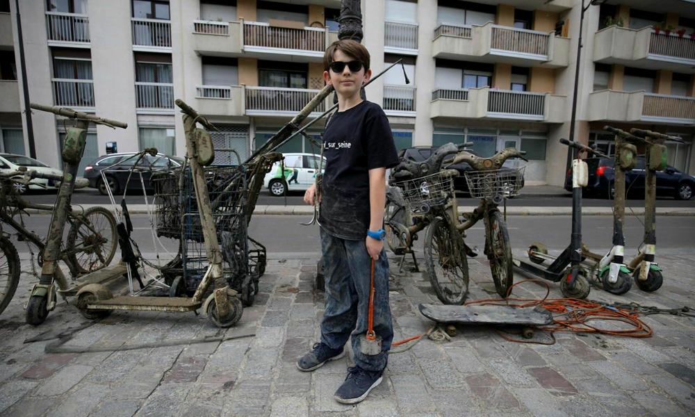 À 10 ans, ce petit Parisien a déjà retiré 7 tonnes de déchets de la Seine
