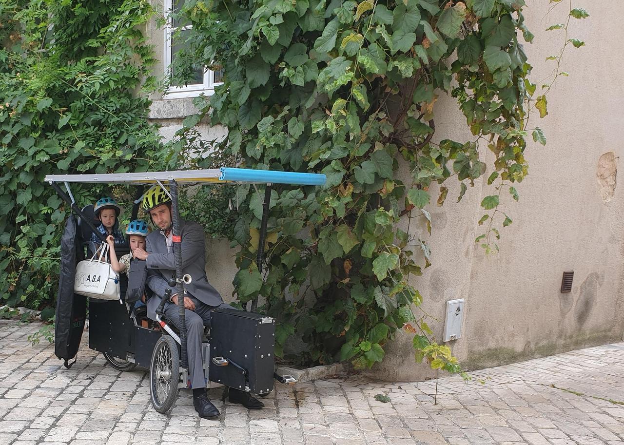 À la cool, il invente un vélo électrique solaire qu'on ne recharge jamais
