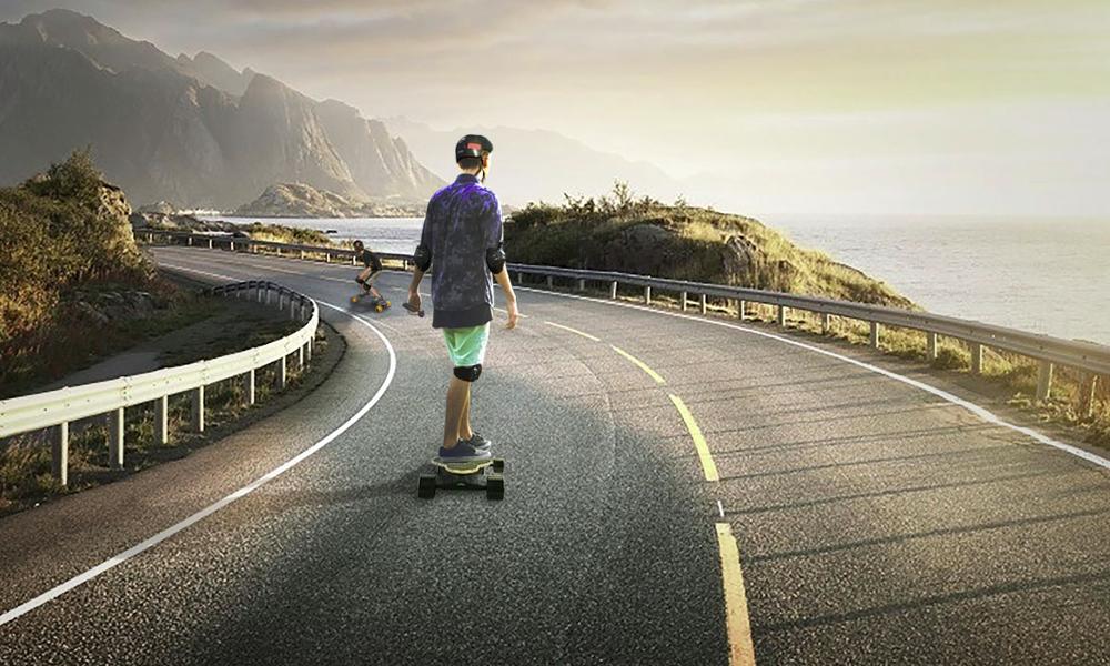 No limit, ce skate électrique bombe à 40 km/h, même hors route