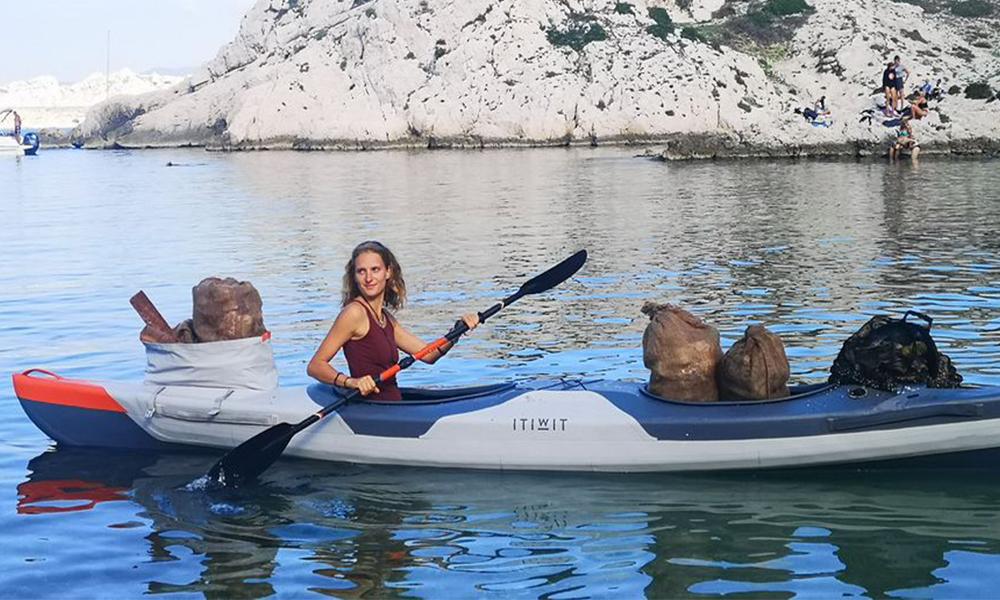 Cette Française a passé son été à récolter des déchets en kayak