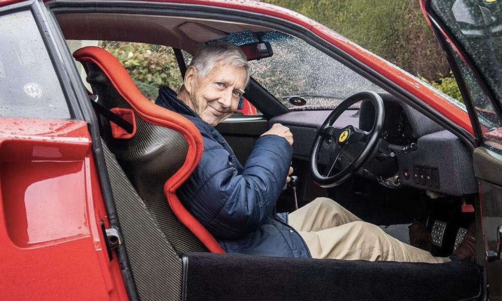 Confinement ou pas, cet Anglais de 80 ans roule tous les jours dans sa Ferrari