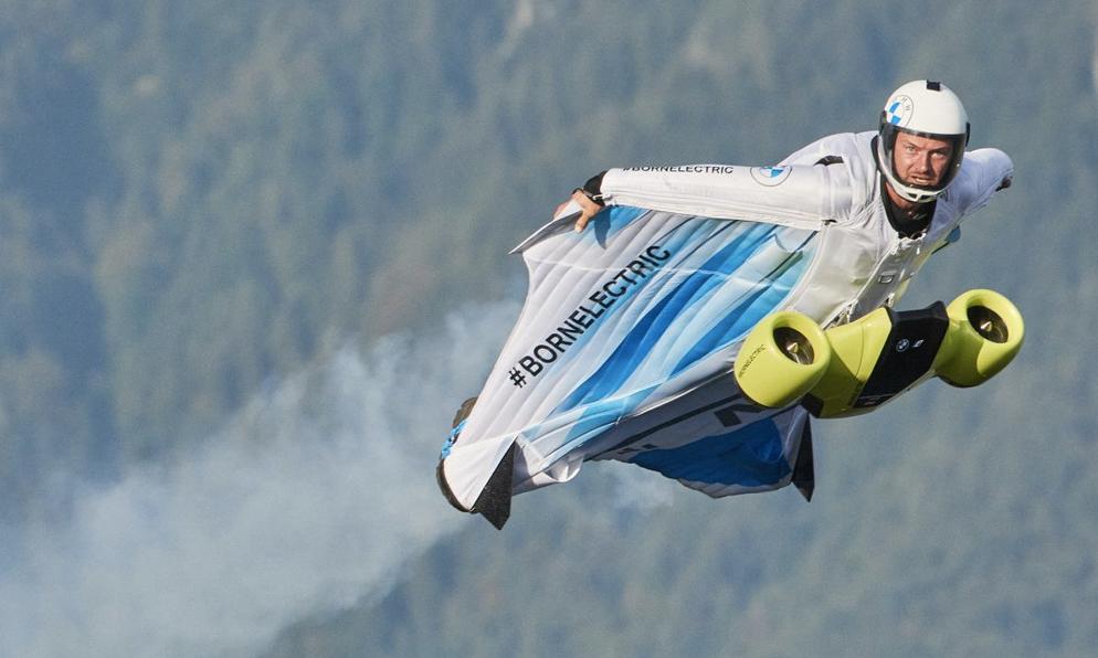 Qui veut voler sans polluer avec la première combi électrique au monde ?
