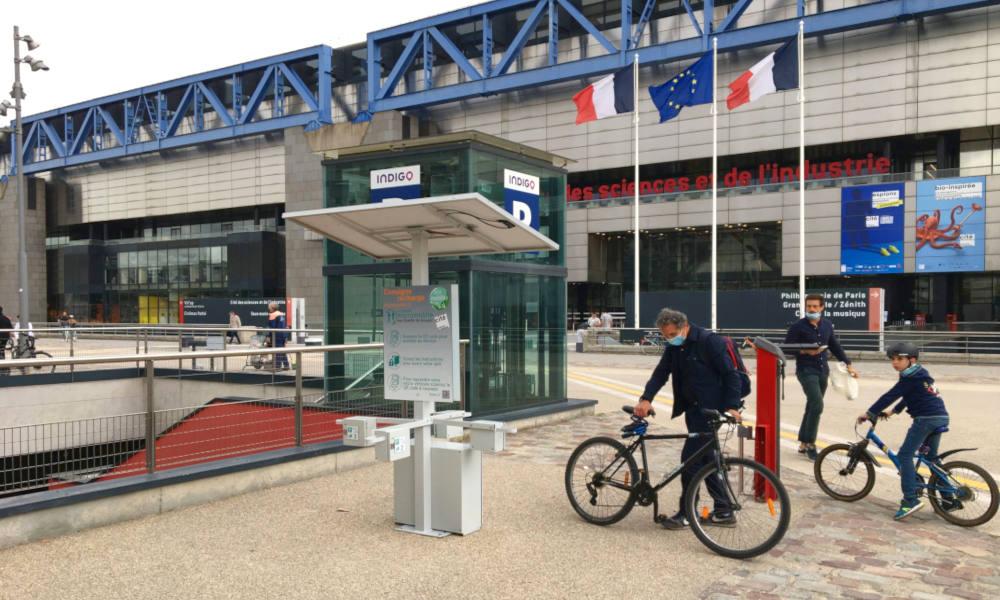 La RATP inaugure ses stations de recharge gratuites pour vélos et trottinettes