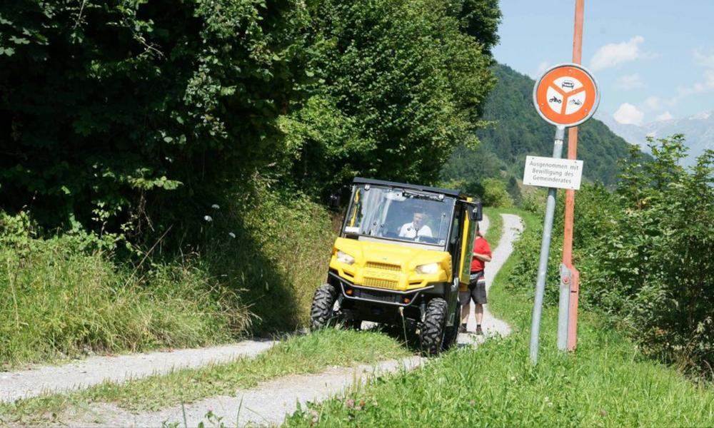 En Suisse, la Poste livre le courrier en quad électrique pour purifier l'air
