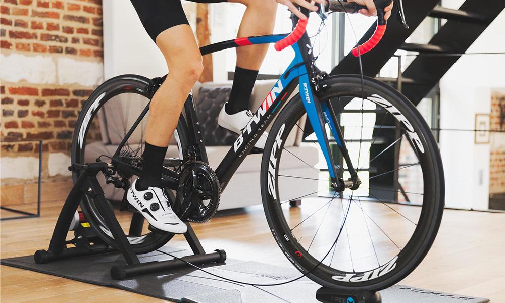 Confinement : et si vous transformiez votre deux-roues en vélo d'appartement ?