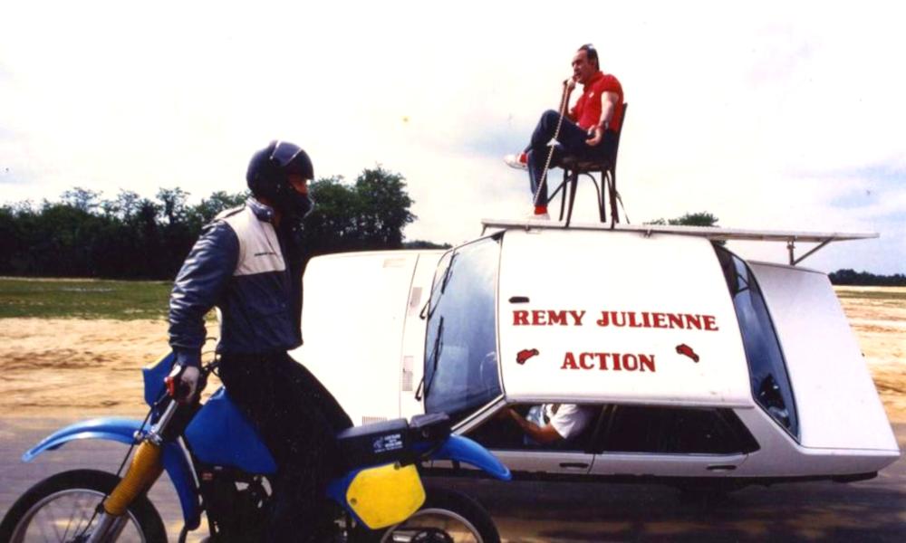 """De """"Taxi"""" à """"James Bond"""", les cascades les plus dingues de Rémy Julienne, mort du Covid-19"""